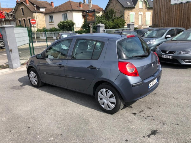 Photo 3 de l'offre de RENAULT CLIO 1.5 DCI - 70  III BERLINE AUTHENTIQUE PHASE 1 à 4990€ chez Triplo auto