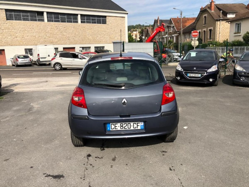 Photo 4 de l'offre de RENAULT CLIO 1.5 DCI - 70  III BERLINE AUTHENTIQUE PHASE 1 à 4990€ chez Triplo auto