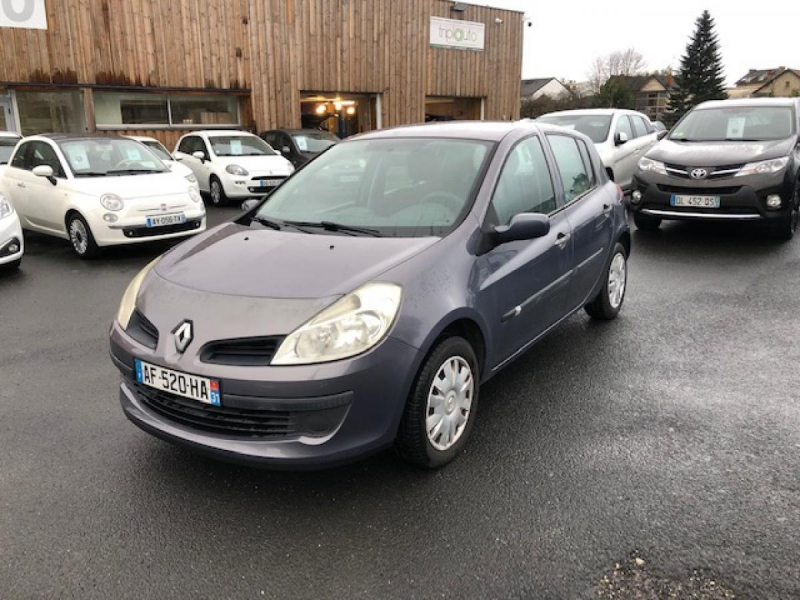 Photo 1 de l'offre de RENAULT CLIO 1.2I 16V - 75  III BERLINE AUTHENTIQUE  à 4990€ chez Triplo auto