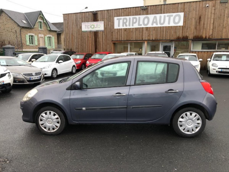 Photo 2 de l'offre de RENAULT CLIO 1.2I 16V - 75  III BERLINE AUTHENTIQUE  à 4990€ chez Triplo auto