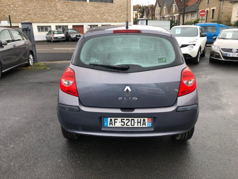 Photo 4 de l'offre de RENAULT CLIO 1.2I 16V - 75  III BERLINE AUTHENTIQUE  à 4990€ chez Triplo auto