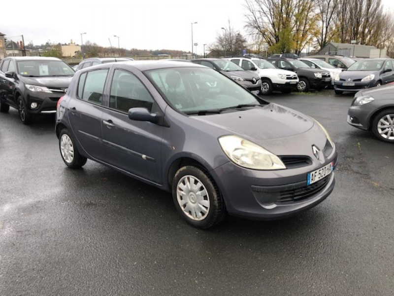 Photo 7 de l'offre de RENAULT CLIO 1.2I 16V - 75  III BERLINE AUTHENTIQUE  à 4990€ chez Triplo auto