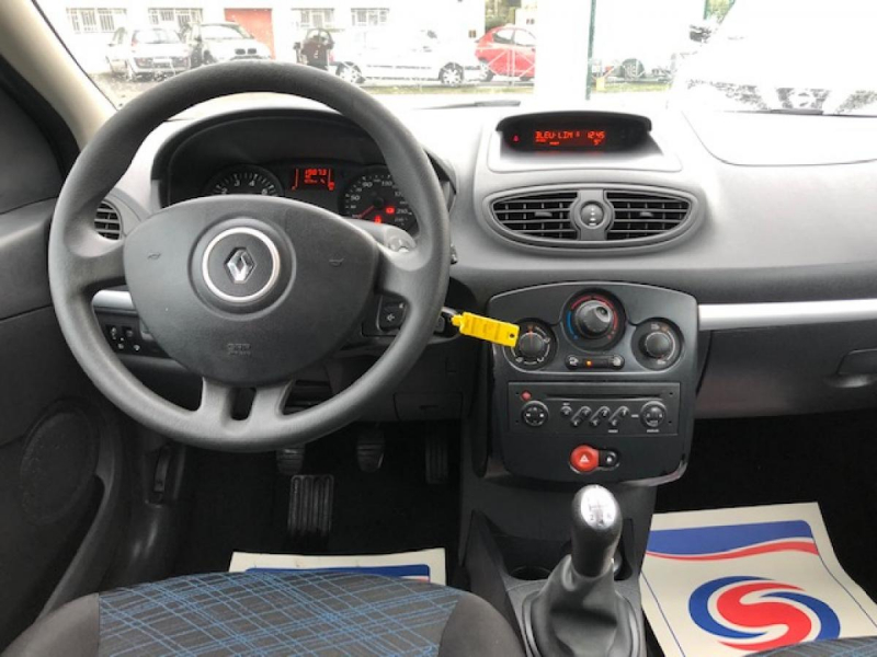 Photo 12 de l'offre de RENAULT CLIO 1.2I 16V - 75  III BERLINE AUTHENTIQUE  à 4990€ chez Triplo auto